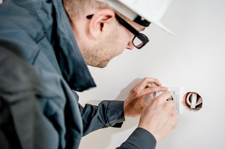 Włączniki światła w domu – funkcjonalnie i dekoracyjnie